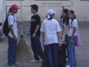 Students in the Intramuros Clean-up Drive